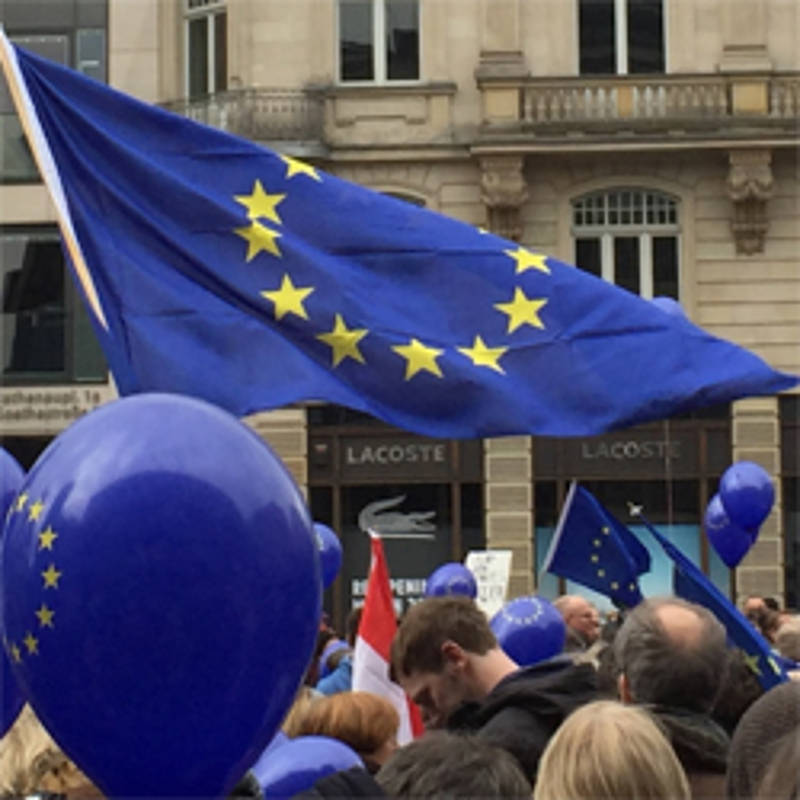 "Kundgebung ""Pulse of Europe"" in Frankfurt, Foto: Wikipedia, HajjiBaba, CC BY-SA 4.0"